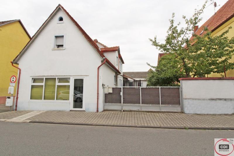 Älteres Wohn- und Geschäftshaus im Zentrum von Groß-Rohrheim