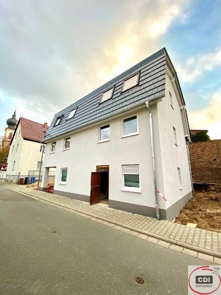 Neubau Erstbezug: Luxuriöse 3-Zimmerwohnung im 1.OG einer kleinen Wohneinheit im Zentrum von Gernsheim