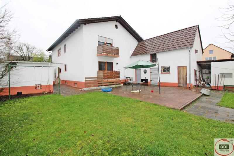 Anlageobjekt: Funktionell geschnittenes 2-Familienhaus mit Garten in ruhiger Wohnlage von Stockstadt
