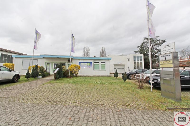 Bürogebäude mit Werkstatt und Lager mit direkter Autobahnanbindung